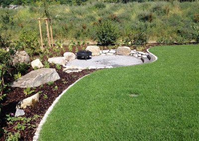 Gartenanlage mit Beeten